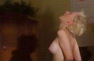 Vermelho-XXX-MILF vídeo de pornô com japonesa vermelho é batido com o dedo debaixo dos lençóis