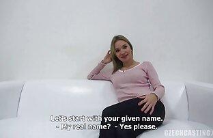 A amadora do casting mostra filme pornô em japonês ratas e chupa pilas.