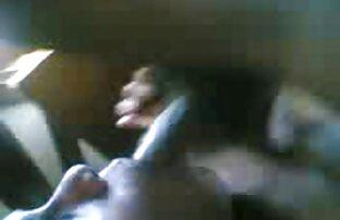 A galdéria adolescente faz uma vídeo de pornô só de japonesa pila explodir.