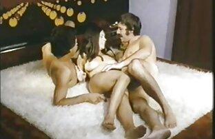 A Ladyboy faz sexo com a vaqueira filme pornô com japonesa ao contrário antes do facial cumshot.