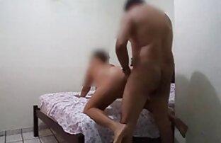 A MILF filmes eroticos japones marota Safa-se com o vibrador e a boca suja.